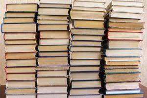 Nachttisch Bücher Upcycling