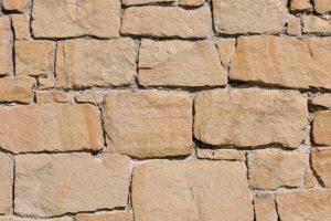 Natursteinmauer verfugen