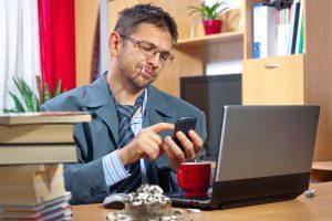 Nikotinflecken von Teppich, Textilien und Fingern entfernen