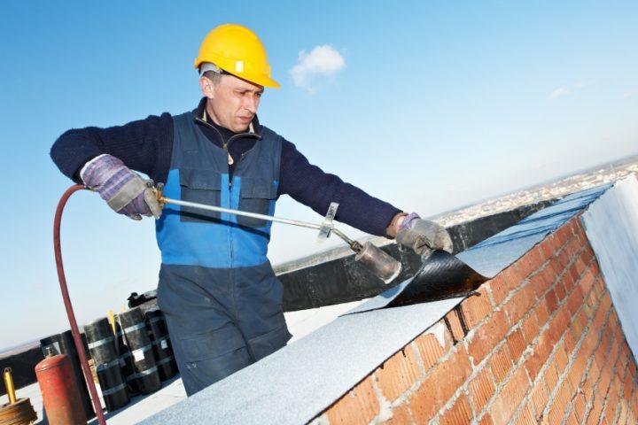 Normen für Bitumenschweißbahnen und Regelwerke für die Verarbeitung