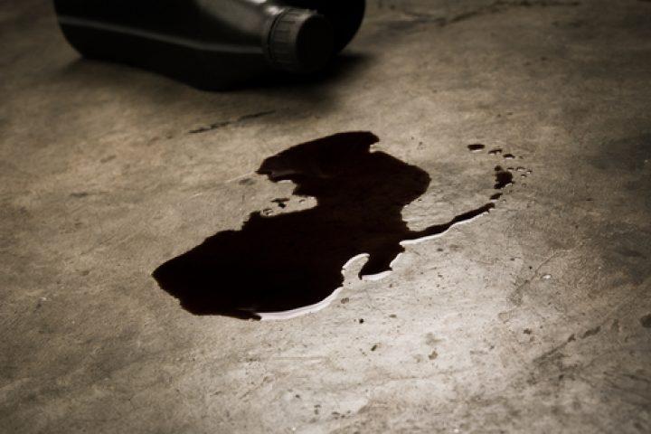 Ölflecken Werkstattboden entfernen