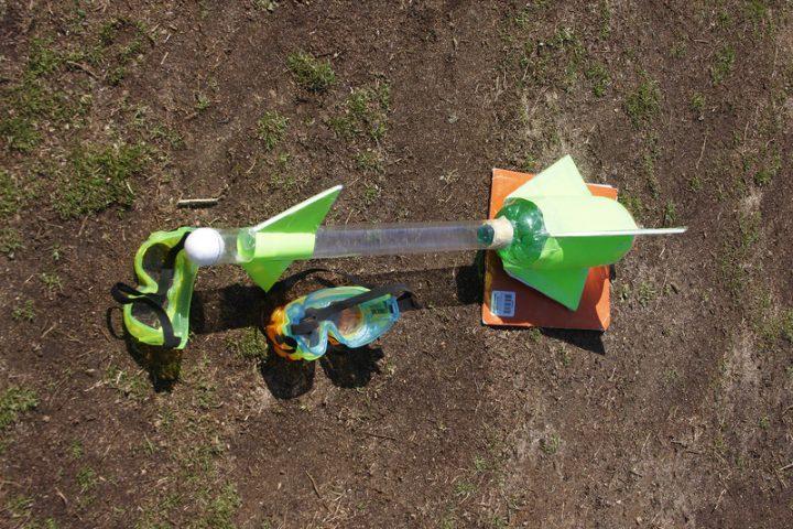 Plastikflaschen Rakete selber bauen