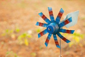 Plastikflaschen Windrad selber bauen