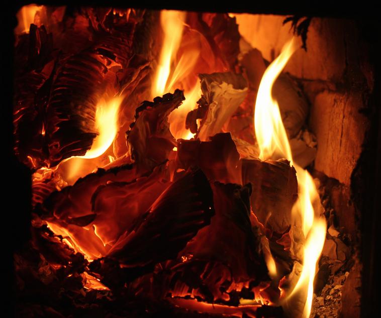 pappe verbrennen wo ist das erlaubt. Black Bedroom Furniture Sets. Home Design Ideas