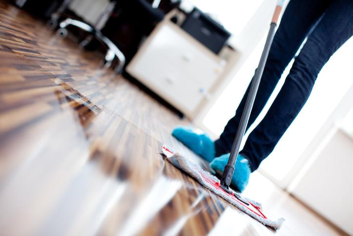 parkett pflegen und reinigen so bleibt es lange gl nzend. Black Bedroom Furniture Sets. Home Design Ideas