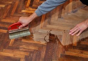 parkettboden ausbessern leicht gemacht anleitung in 4 schritten. Black Bedroom Furniture Sets. Home Design Ideas