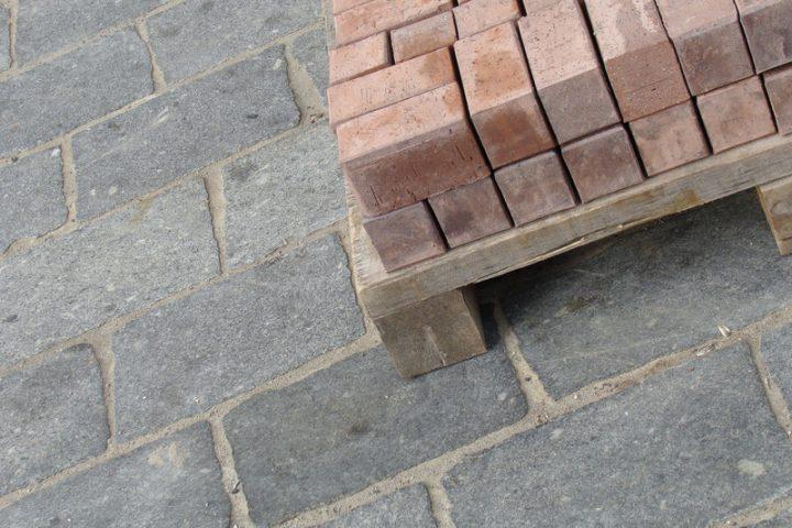 Pflastersteine streichen