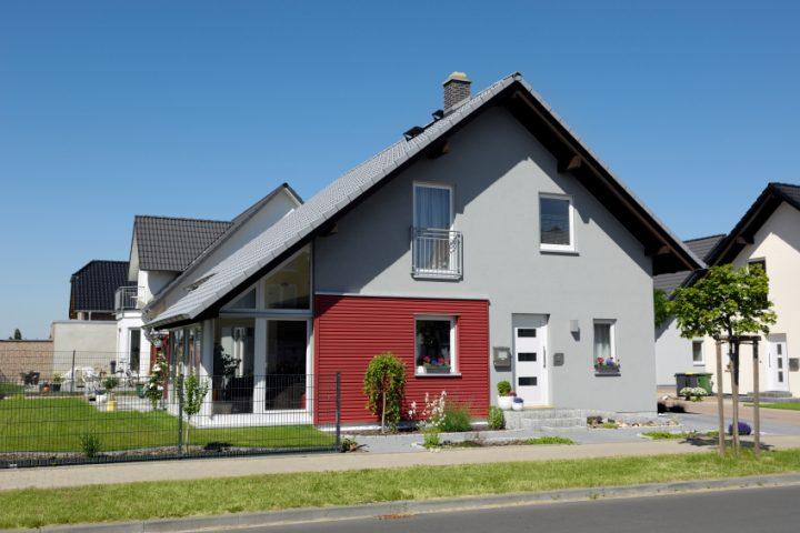 Plusenergiehaus als Fertighaus » Was ist das & was kostet es?