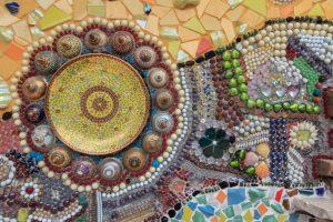 Zerbrochenes Porzellan Mosaik