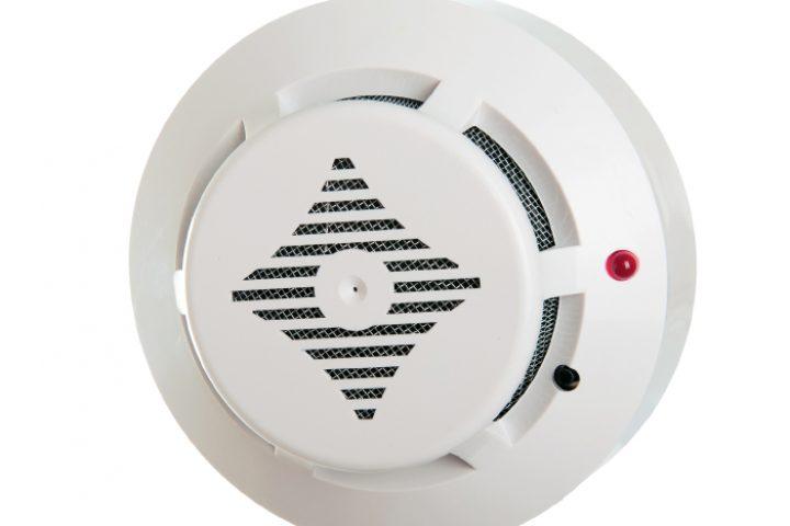 Rauchdetector blinkt rot