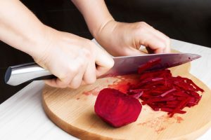 Rote Beete Flecken auf Textilien und Teppichen