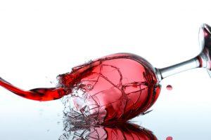 Weinglas zerbricht