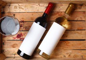 Weißwein gegen Rotweinflecken