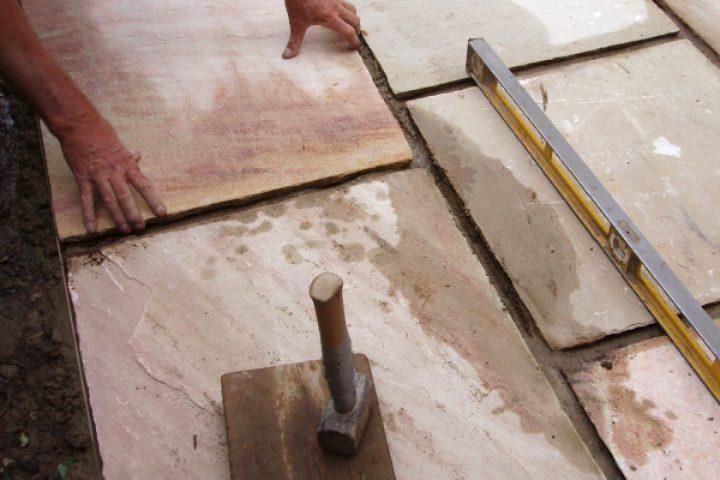 Sandsteinplatten verlegen