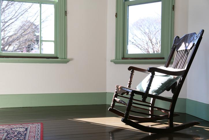 schaukelstuhl restaurieren so wird 39 s gemacht. Black Bedroom Furniture Sets. Home Design Ideas