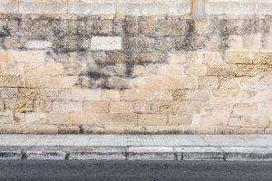 Mauer schimmelt
