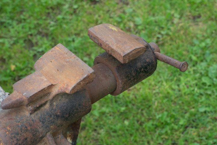 Schraubstock streichen