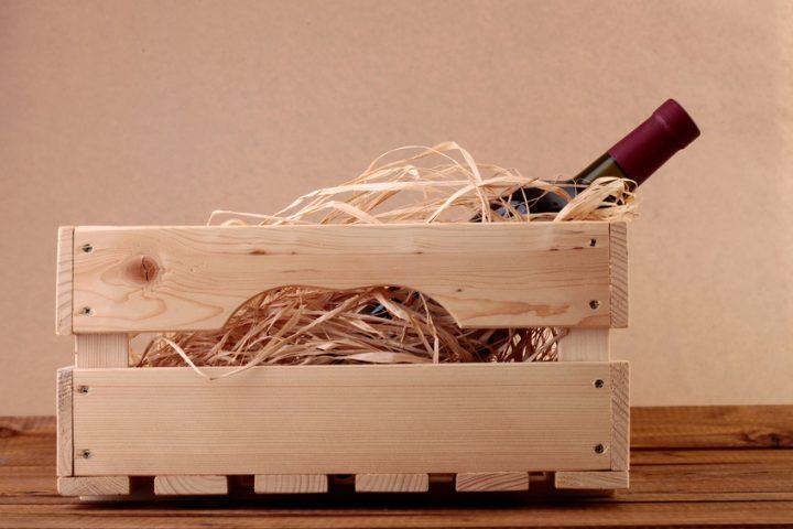 Schreibtisch aus Holzkisten