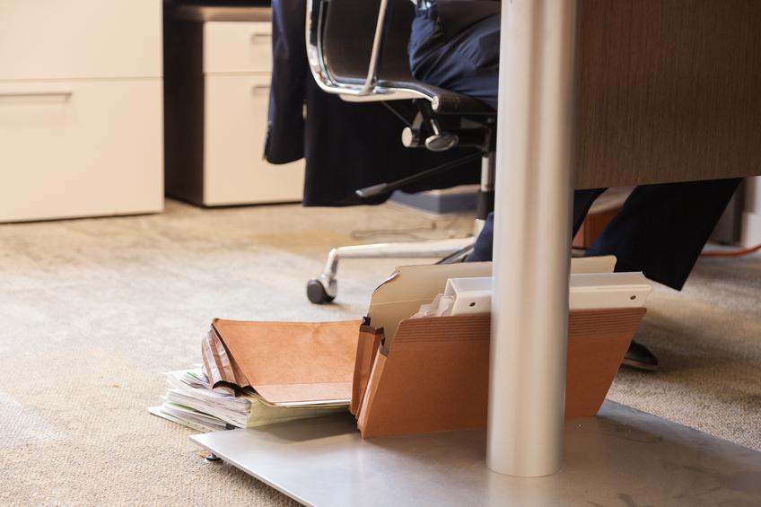 schreibtisch wackelt das k nnen sie tun. Black Bedroom Furniture Sets. Home Design Ideas