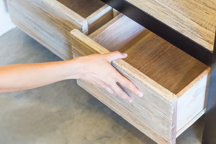 schublade schlie t nicht richtig so schaffen sie abhilfe. Black Bedroom Furniture Sets. Home Design Ideas