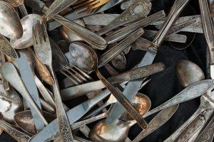 Angelaufenes Silberbesteck reinigen
