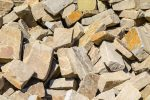Steine für Trockenmauer