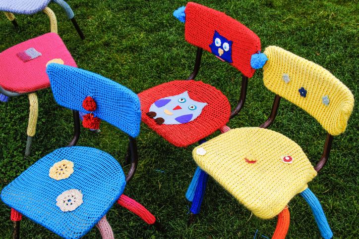 Stuhl verzieren so dekorieren sie ihre st hle kreativ - Stuhl dekorieren ...