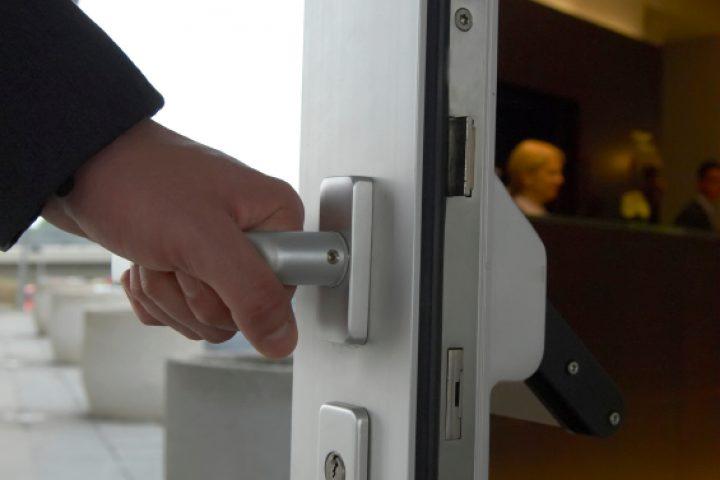 Tür schleift