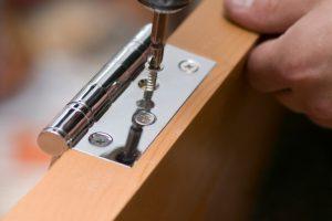 Türscharnier reparieren