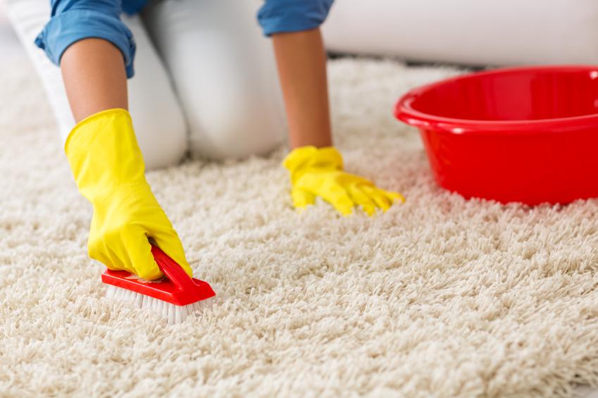 Teppich bleichen » So hellen Sie ihn natürlich auf
