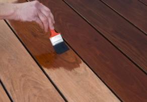 Terrassenholz streichen