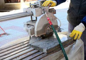 Terrassenplatten schneiden Schritt für Schritt