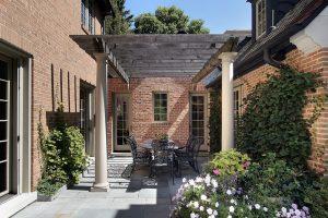 Terrassenplatten streichen