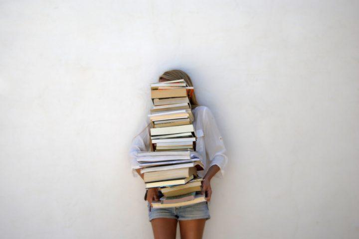 Couchtisch aus Büchern