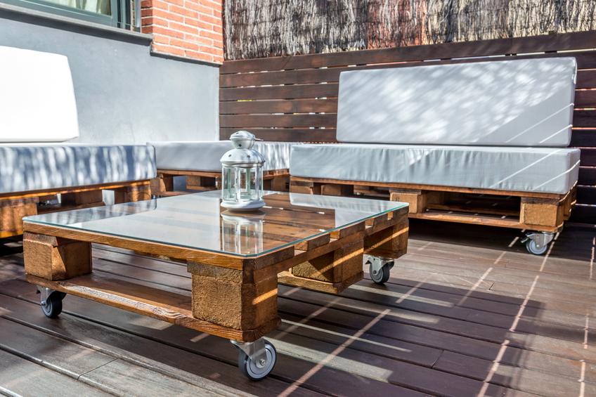 tisch aus europaletten hilfreiche tipps zum selberbauen. Black Bedroom Furniture Sets. Home Design Ideas