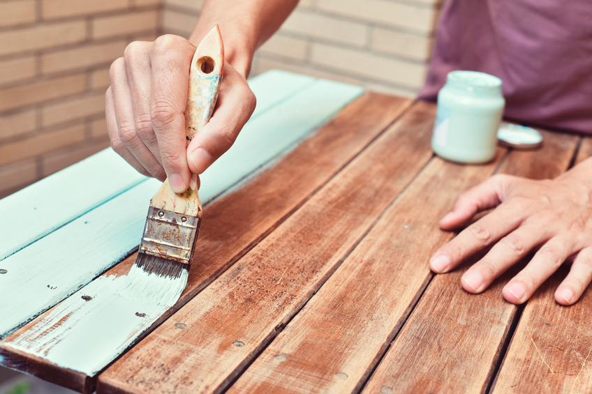 tisch streichen welche farbe eignet sich am besten. Black Bedroom Furniture Sets. Home Design Ideas