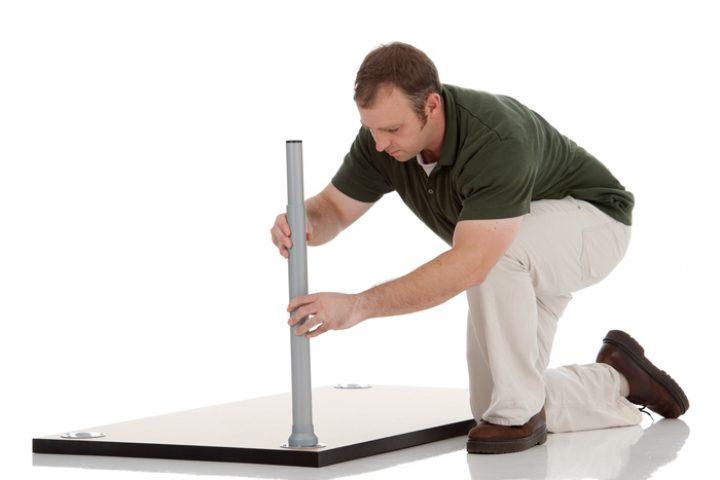 Tischplatte anbringen