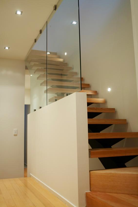 Außergewöhnliche Treppe lasieren » So wird's gemacht IO12