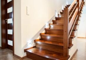 Fußboden Quietscht Nach Dem Putzen ~ Treppe quietscht ursachen maßnahmen