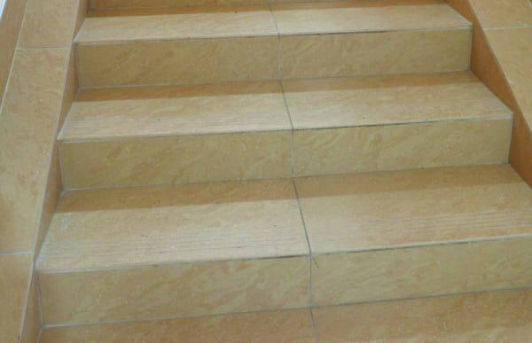 Treppen Fliesen Verlegen Anleitung In Schritten - Kellertreppe fliesen anleitung