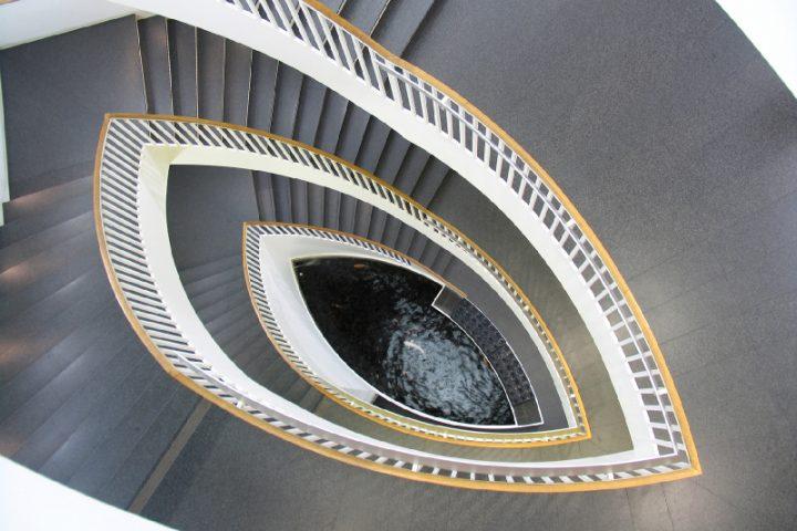 Treppenauge schließen