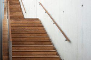 Treppenbelag Holz auf Beton