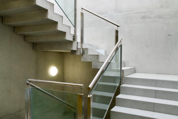 Treppengeländer befestigen