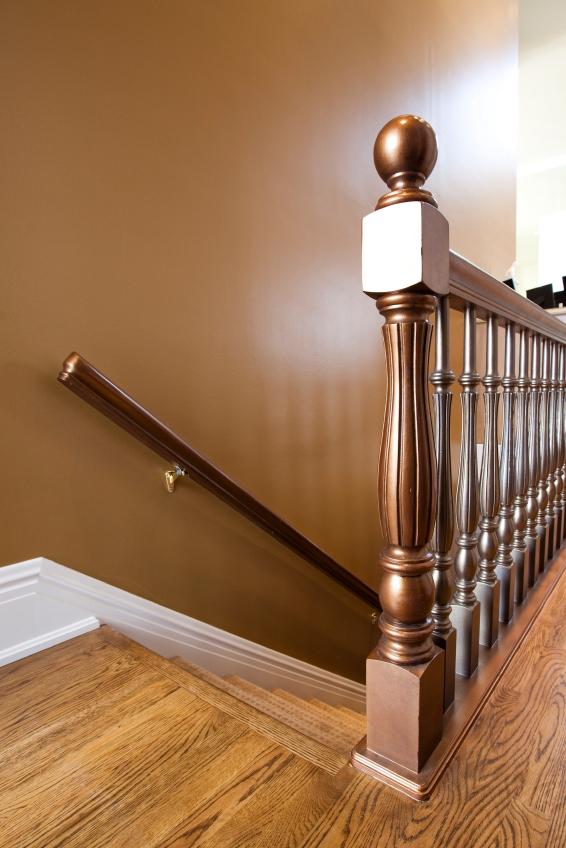 Treppengeländer Streichen Holz treppengeländer verschönern tipps tricks