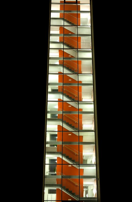 Treppenhaus anbauen diese m glichkeiten gibt es - Treppenhaus renovieren beispiele ...