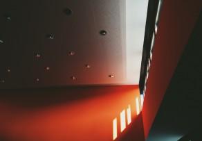 treppenhaus farblich gestalten farben ihre wirkung. Black Bedroom Furniture Sets. Home Design Ideas