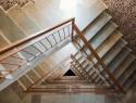 Das Treppenhaus tapezieren: Wo liegen die Kosten?
