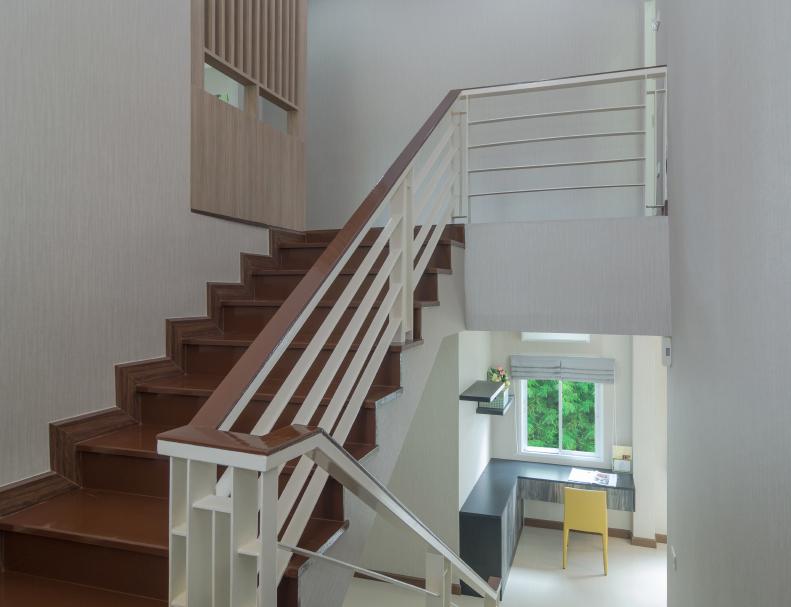 treppenpodest dekorieren sch ne gestaltungsideen. Black Bedroom Furniture Sets. Home Design Ideas
