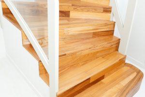 Treppenstufen befestigen