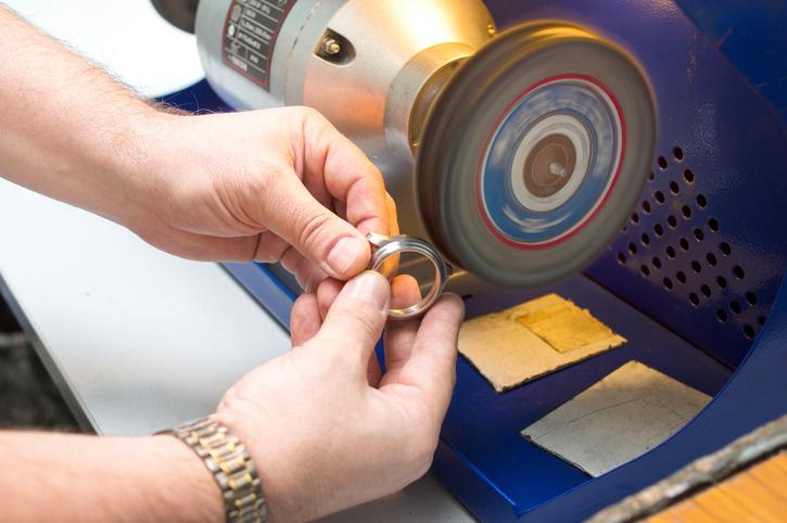 Kratzer aus Uhrengehäuse entfernen » Anleitung in 3 Schritten